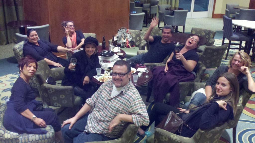 『ハンバー・ゲーム2』のクルーたちと宿泊施設のホテルロビーで毎日乾杯するのが日課でした。思い出となった安らぎのひと時。