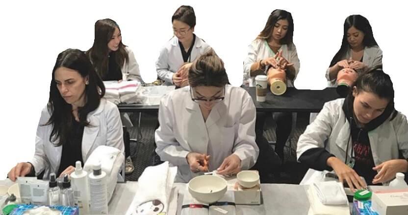 美容師免許科コースにはエステやネイル、メイクも習えます。